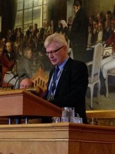 Anders i talarstolen på Stortinget i Oslo