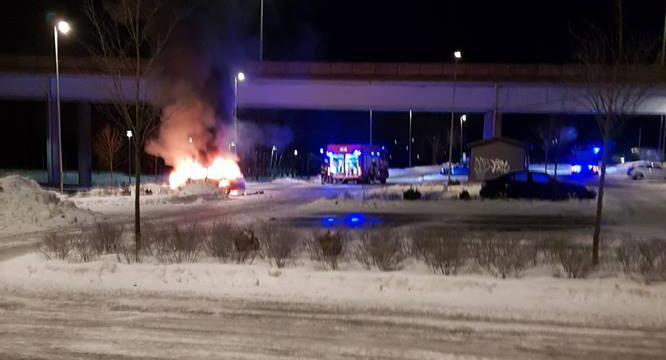 En av årets bilbränder i Knivsta.