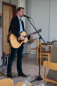 Josef Tingbratt bidrog med sång och Musik på årsmötet