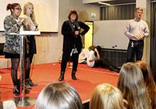 Sonia Lunnergård från Kristdemokraterna (mitten) och andra politiker grillades på Ungdomens dag.