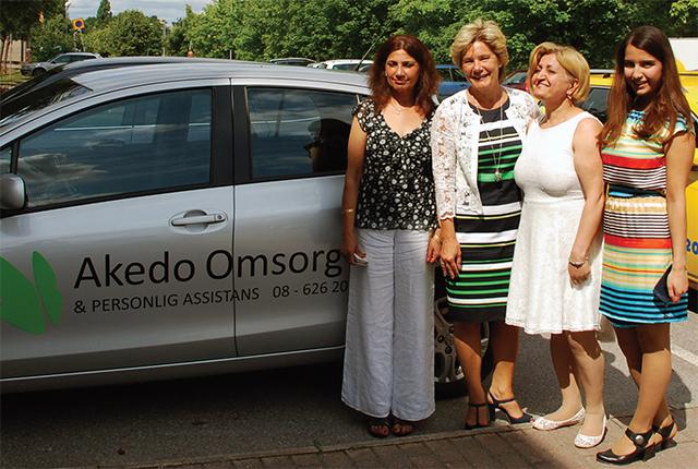 Äldreminister Maria Larsson (KD) besöker Akedo omsorg. Från vänster Gurdip Kaur, Maria Larsson, Maria Zaade och Roshanak Gholizadeh.