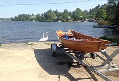Båt vid sjö. Kristemokraterna värnar miljön.