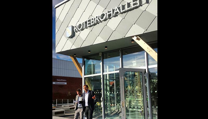 Magnus Ramstrand (KD) inviger Rotebrohallen.