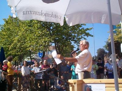 Närmare 400 personer kom för att lyssna till Alf Svenssons prisbelönta talekonst. (Foto: Håkan Johansson)