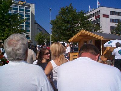Några korta timmar under Alf Svenssons besök lyste Värnamo kristdemokratiskt vitt. (Foto: Håkan Johansson)