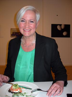 Så här glada blir partisekreterare när de får komma till Värnamo. (Foto: Håkan Johansson)