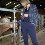 Ebba Busch Thor är starkt engagerad i djurskyddsfrågor och vid värnamobesöket kunde hon avslöja en hemlighet – ett utspel som snart kommer att låta tala om sig… (Foto: Håkan Johansson)