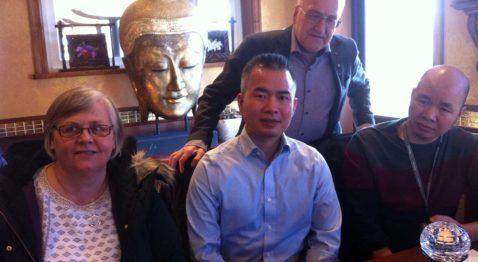 Lena Freij, Kevin Ha, Christer Fjordevik och Tai Ha samtalar om bröderna Has fantastiska resa från vietnamesiska båtflyktingar till eldsjälarna bakom en snabbt växande restaurangkedja med asiatisk matkultur. (Foto: Gunnel Youngström)