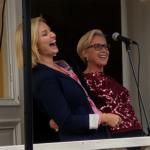 Är det fest så ska man ha roligt. Ebba Busch Thor och Camilla Rinaldo Miller skrattar gott tillsammans. (Foto: Håkan Johansson)