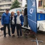 Gissa vilka som blev glada när de fick oväntad hjälp vid valvagnen av Sveriges bästa partiledare Ebba Busch Thor (KD) som var på väg till Garden Party hos Camilla Rinaldo Miller i Bredaryd. (Foto: Ofelia Ofelia Namazova Venneman)